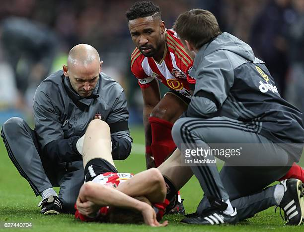 Duncan Watmore of Sunderland receives treatment during the Premier League match between Sunderland and Leicester City at Stadium of Light on December...