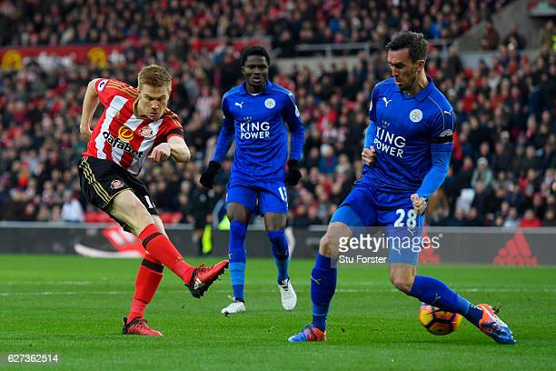 Duncan Watmore of Sunderland shoots at goal during the Premier League match between Sunderland and Leicester City at Stadium of Light on December 3...