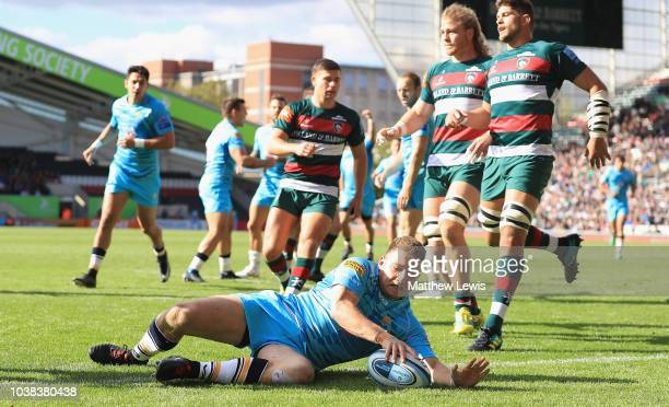 George Ford of Leicester Tigers breaks a tackle from Duncan Weir of Worcester Warriors to score try during the Gallagher Premiership Rugby match...
