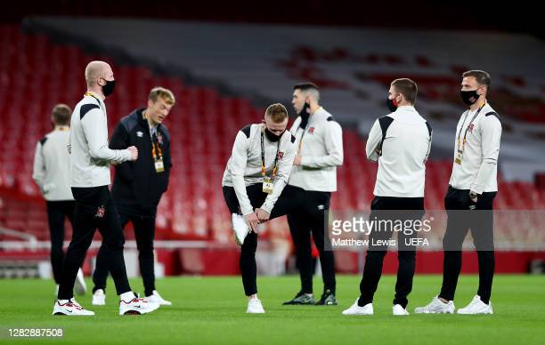Dundalk players take part in a pitch inspection prior to the UEFA Europa League Group B stage match between Arsenal FC and Dundalk FC at Emirates...