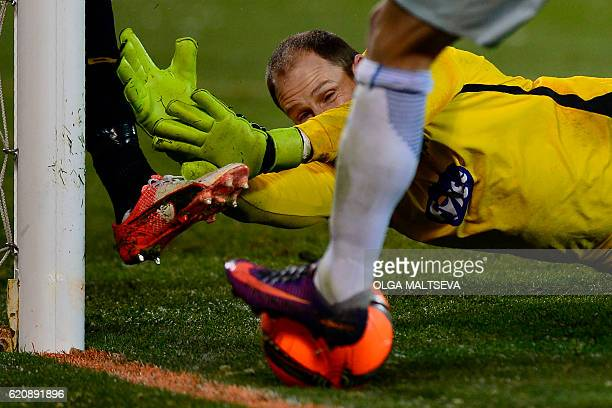 Dundalk's Irish goalkeeper Gary Rogers in action during the UEFA Europa League group D football match between FC Zenit and Dundalk FC in Saint...
