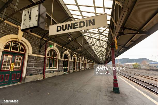 dunedin railway station - dunedin new zealand stock pictures, royalty-free photos & images