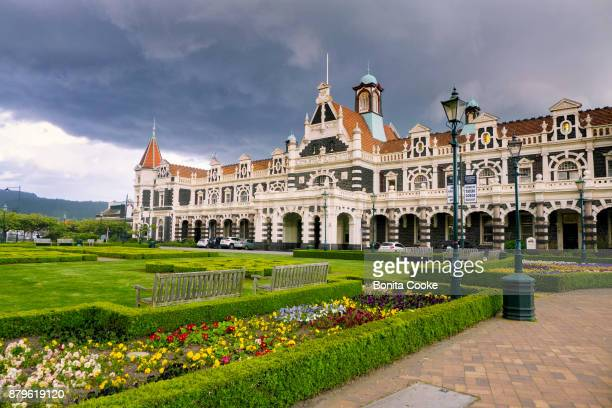 dunedin railway station - dunedin new zealand stock pictures, royalty-free photos & images