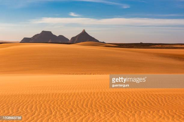 dunes and mountains in the ennedi massif, sahara, chad - physical structure stock pictures, royalty-free photos & images
