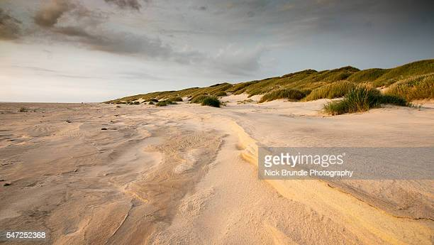 dunes - costa caratteristica costiera foto e immagini stock