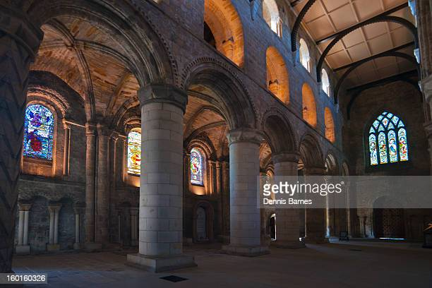 dunfermline abbey, fife, scotland - klooster stockfoto's en -beelden