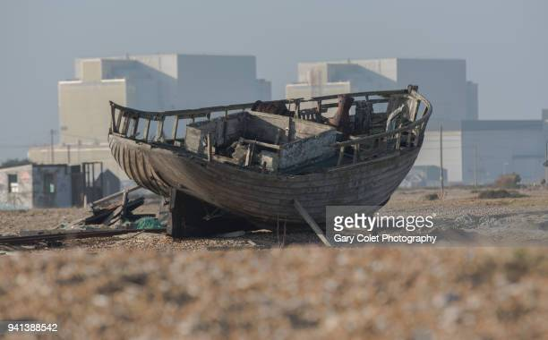 dungeness nuclear power station and wrecked boat - gary colet stock pictures, royalty-free photos & images
