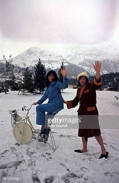Dunja Rajter Les Humphries Urlaub St Moritz/Schweiz Sängerin Schauspielerin Sänger Winterurlaub Mütze Schnee Alpen Promis Prominenter Prominente