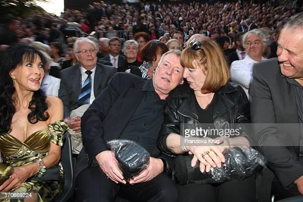 Dunja Rajter Mit Manfred Zapatka Und Ehefrau Margarete Vor Der Premiere Der Nibelungenfestspiele In Worms