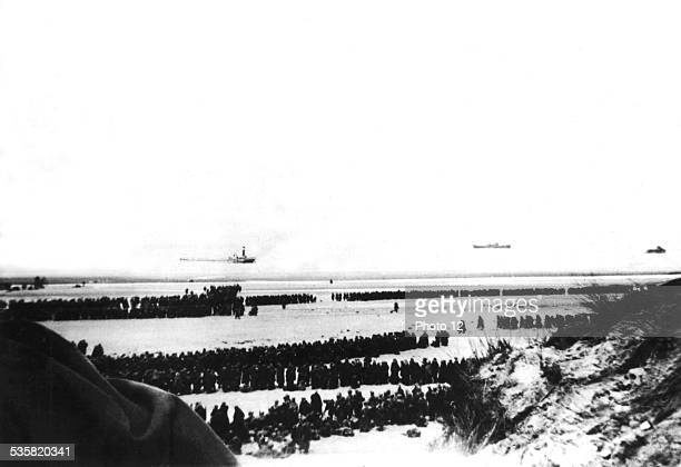 Dunkirk French and English troops waiting for the order to embark June 6 France World War II
