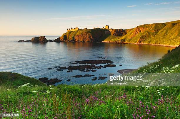 dunnottar castle at sunrise, near stonehaven - dunnottar castle stock pictures, royalty-free photos & images