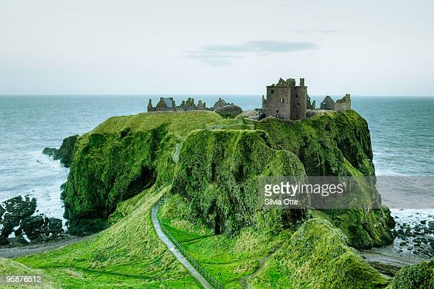dunnottar castle, close to aberdeen - grampian scotland stock pictures, royalty-free photos & images
