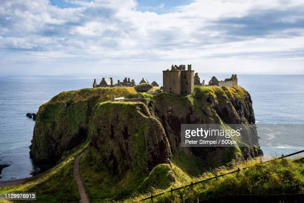 dunnottar castle - dunnottar castle stock pictures, royalty-free photos & images