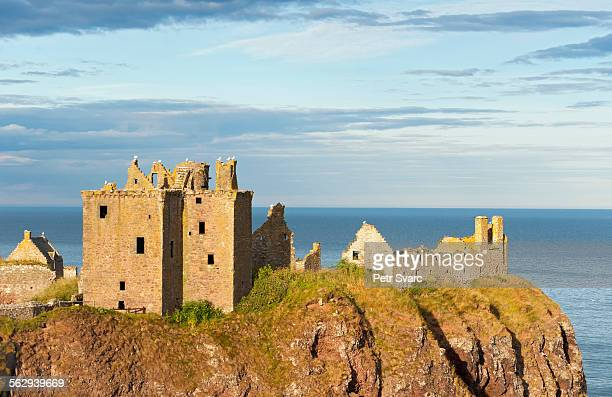 dunnottar castle, stonehaven, scotland, united kingdom - dunnottar castle stock pictures, royalty-free photos & images