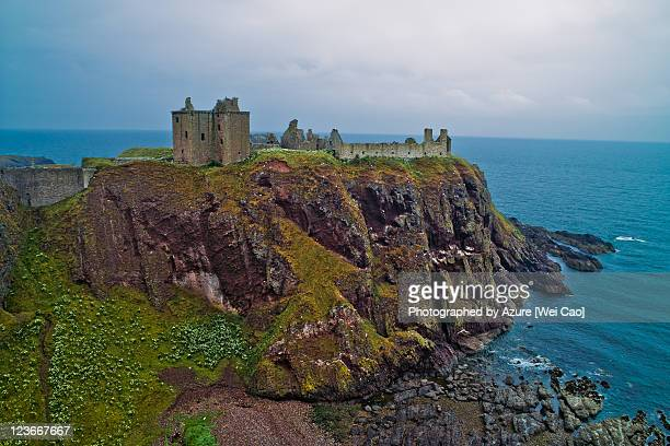 dunnottar castle under gloomy sky - dunnottar castle stock pictures, royalty-free photos & images
