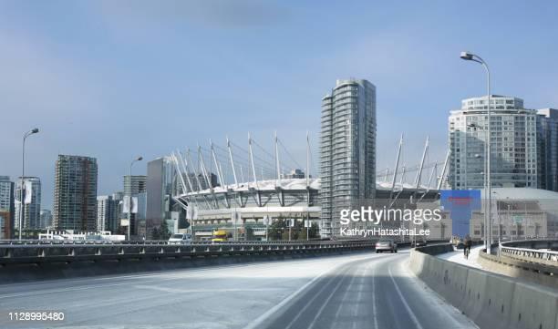 ダンスミア高架橋のダウンタウンにバンクーバー、カナダ - bcプレイス・スタジアム ストックフォトと画像