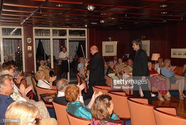 """Ashraf Kateb , Iwan Urwalow , """"Captains Club"""", Kreuzfahrtschiff MS """"Astoria"""", Kreuzfahrt, Schiff, Auftritt, Bühne, Geige, Instrument,..."""