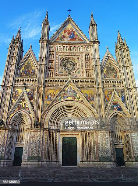 duomo cathedral vertical - orvieto stock pictures, royalty-free photos & images