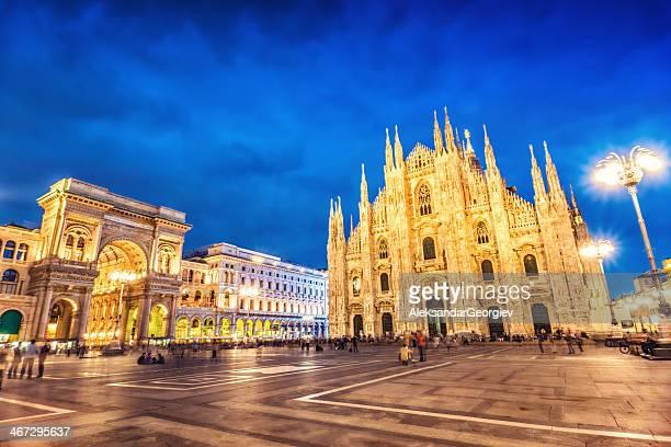 Duomo di Milano e a Galleria Vittorio Emanuele na noite, Itália