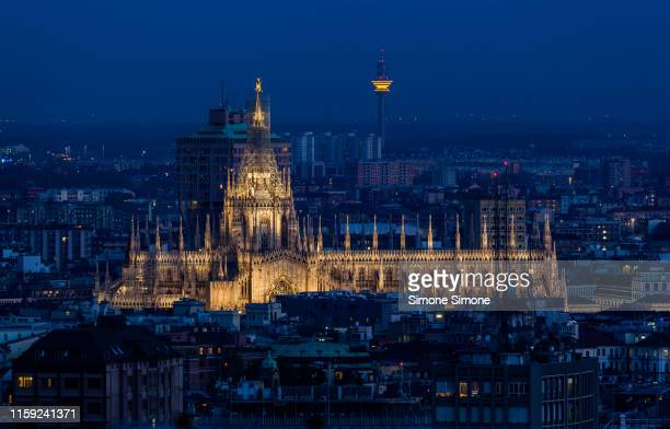 duomo di milano and skyline ad dusk - cathedral stock pictures, royalty-free photos & images