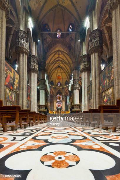 duomo di milano  interior view cathedral of milan - duomo di milano foto e immagini stock