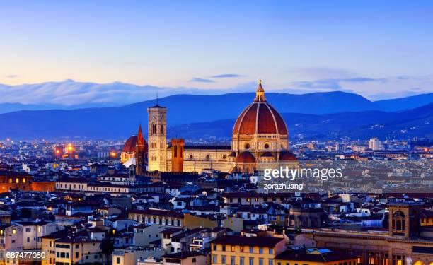 Catedral Santa Maria Del Fiore y el paisaje urbano de Florencia