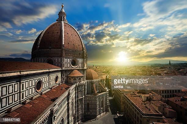 Duomo Santa Maria Del Fiore a Firenze al tramonto