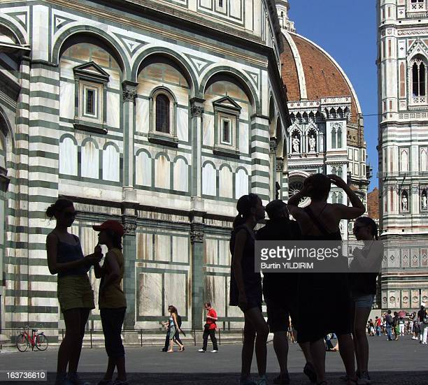 Duomo, shadows, people, tourists, tourism, Italy, Florence, Europe, architecture, cathedral, church, Piazza del Duomo