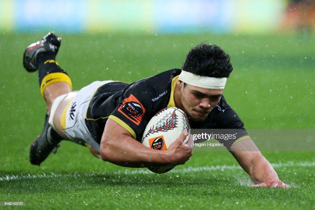 Du'Plessis Kirifi of Wellington scores a try during the round five Mitre 10 Cup match between Wellington and Canterbury at Westpac Stadium on September 17, 2017 in Wellington, New Zealand.