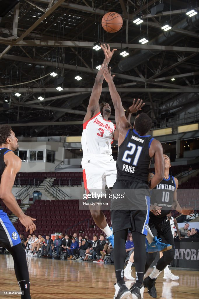 Durand Scott #3 of the Memphis Hustle shoots the ball during the game against the Lakeland Magic at the NBA G League Showcase Game 14 on January 11, 2018 at the Hershey Centre in Mississauga, Ontario Canada.