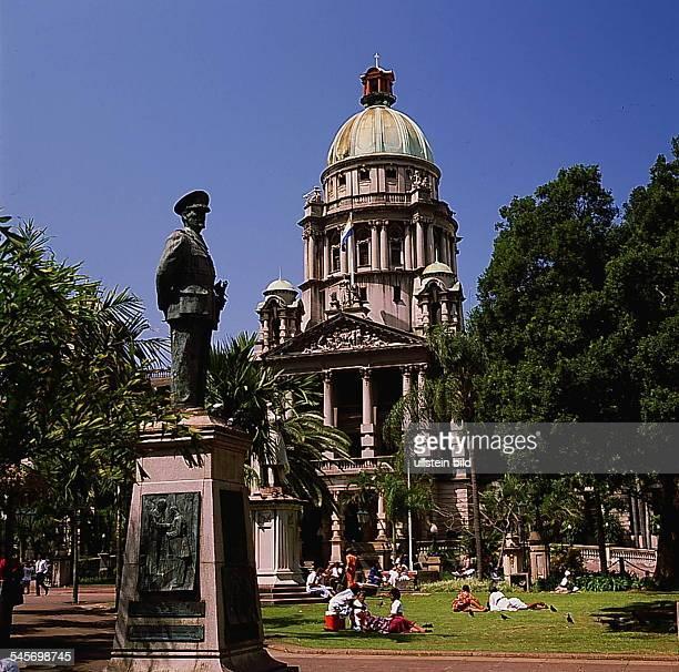 Durban : Rathaus mit StandbildJan Smuts- o.J.