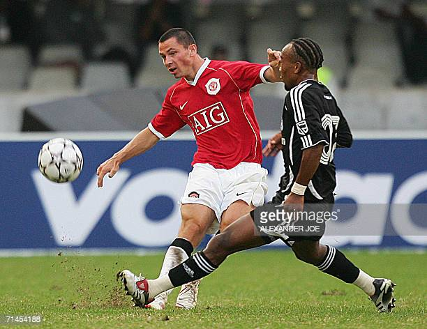 Gift leremi pictures and photos getty images englands manchester united phil bardsley gets the ball off gift leremi of orlando pirates during the negle Images
