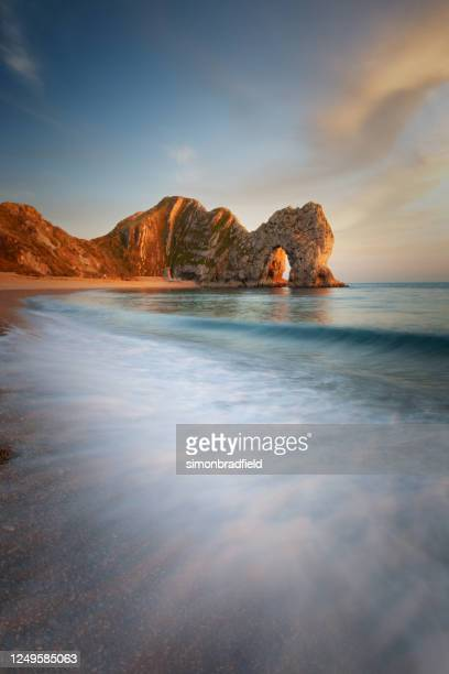 durdle door on dorset's jurassic coast - rock formation stock pictures, royalty-free photos & images