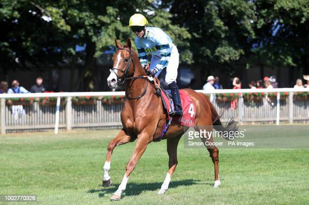 Duretto ridden by Graham Lee goes to post