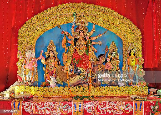 durga idol, durga puja celebration, new delhi - dussehra - fotografias e filmes do acervo