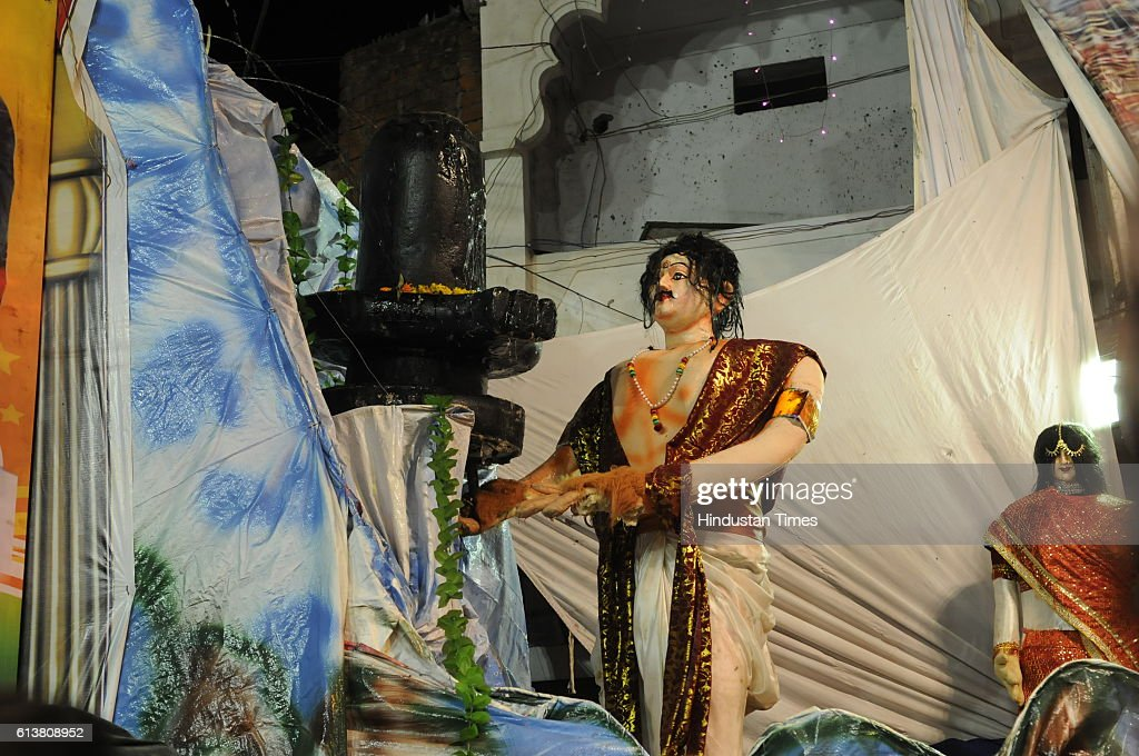 A Durga pandal tableau showing a scene from feature film 'Bahubali' on October 9, 2016 in Bhopal, India.