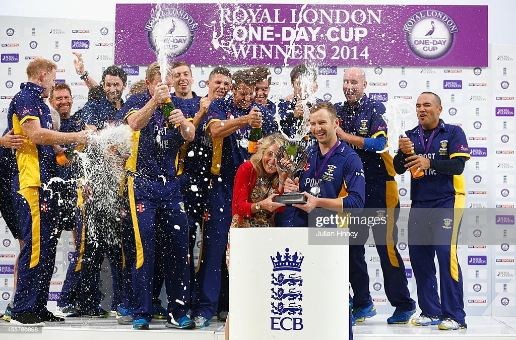 Warwickshire v Durham - Royal London One-Day Cup 2014 Final : News Photo