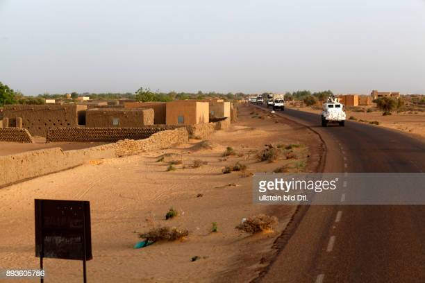 During a medium range patrol from Gao to Menaka a convoy crosses the Sahel desert