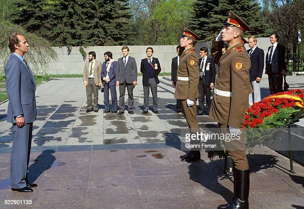 During his official trip to the USSR the Spanish King Juan Carlos of Borbon makes a wreath at the cemetery Piscariesky Leningrad