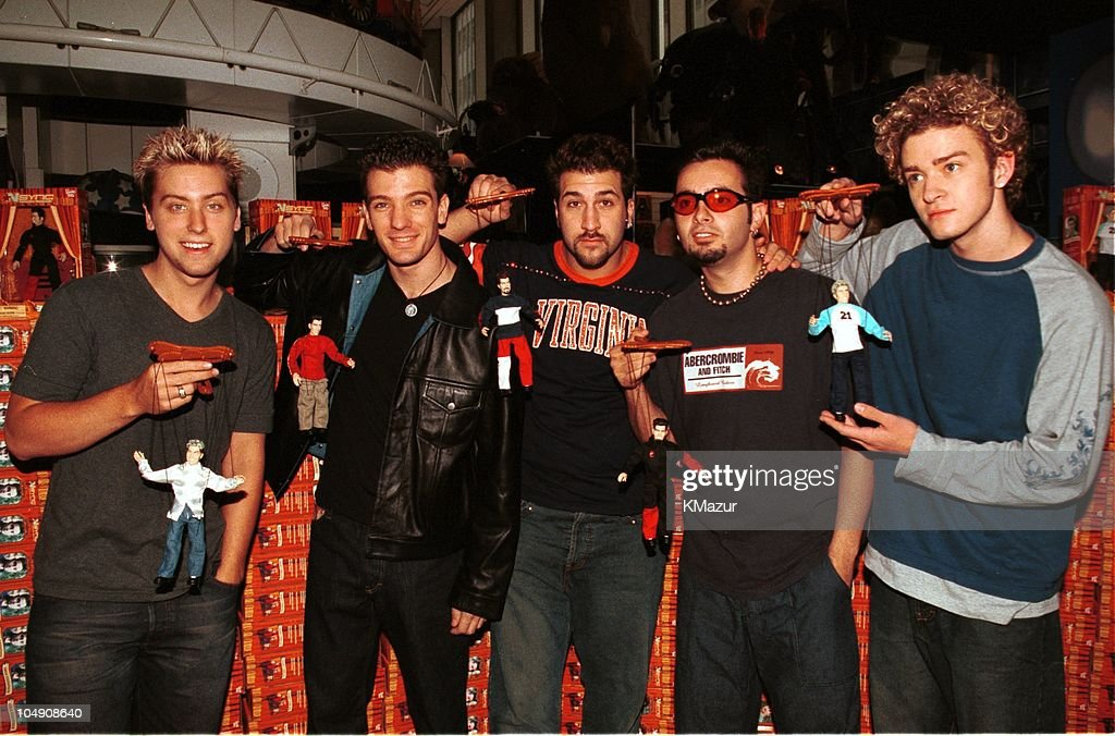 *NSYNC hosts unveiling of their look-alike Marionettes
