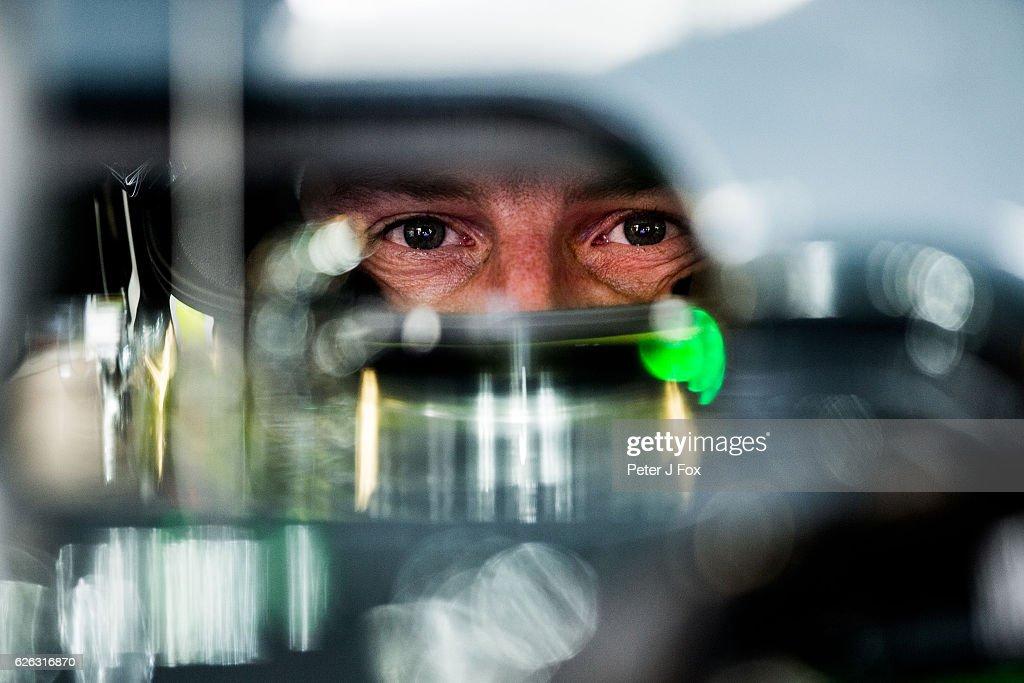 during the Abu Dhabi Formula One Grand Prix at Yas Marina Circuit on November 27, 2016 in Abu Dhabi, United Arab Emirates.