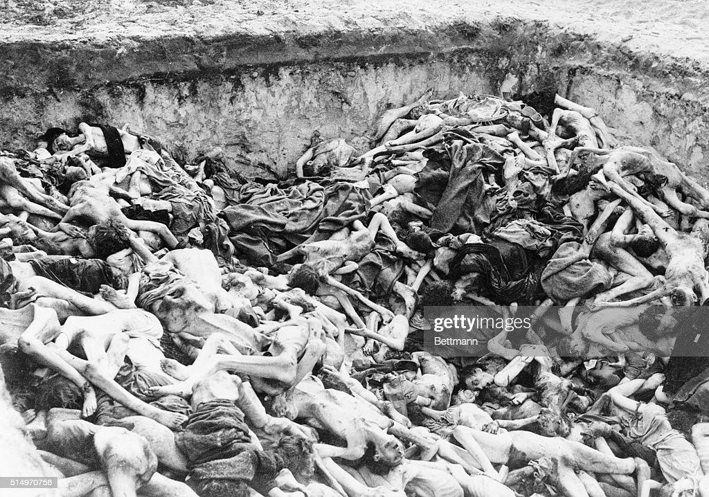 Mass Graves Discovered at Bergen-Belsen, 1945 : News Photo