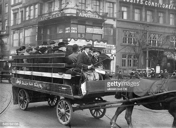 During the General Strike of 1919 horsedrawn carriages of private companies replaced the public transport Vintage property of ullstein bild
