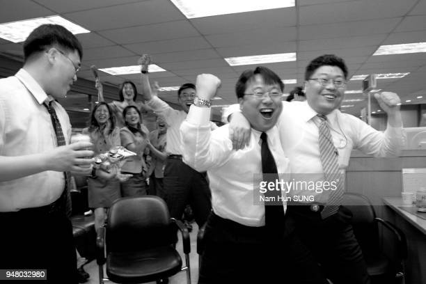 During the match opposing the United States and South Korea employees from Kyubo company could stop working on Monday afternoon to watch the match on...