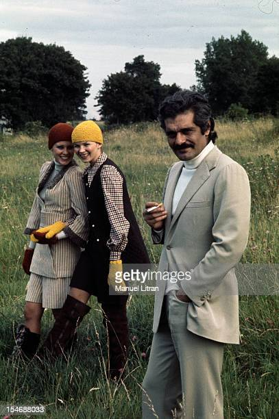 1971 during the movie 'Riders' by John Frankenheimer the actor Omar Sharif star of the film presented with Cossack fashion mannequins Omar Sharif in...
