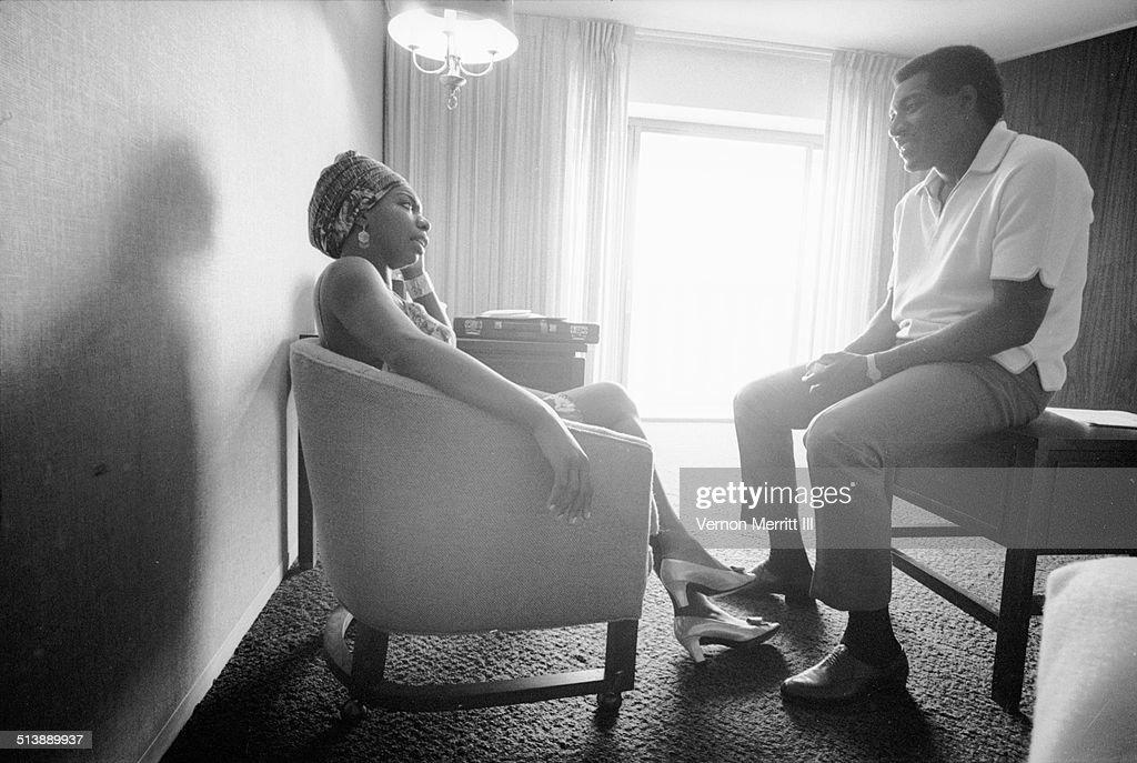 During the NARA (National Association of Radio Announcers) convention, musicians Nina Simone (born Eunice Waymon, 1933 - 2003) and Otis Redding (1941 - 1967) talk in a room at the Regency Hyatt Hotel, Atlanta, Georgia, August 9 through 13, 1967.