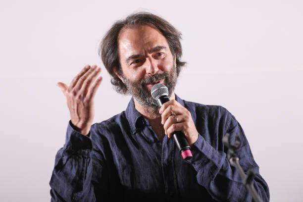 ITA: Neri Marcorè Performs A Tribute To Fabrizio De André At The Festival Di Tavolara 2020