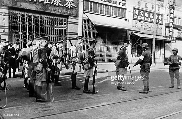 During the taking of Shanghai by the Japanese a detachment of British fusiliers is talking wiht a Japanese secondofficer who was commanding a patrol...