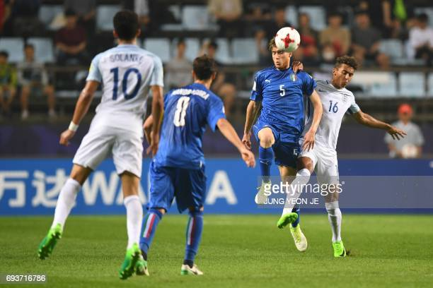 during the U20 World Cup semifinal football match between England and Italy in Jeonju on June 8 2017 / AFP PHOTO / JUNG YeonJe