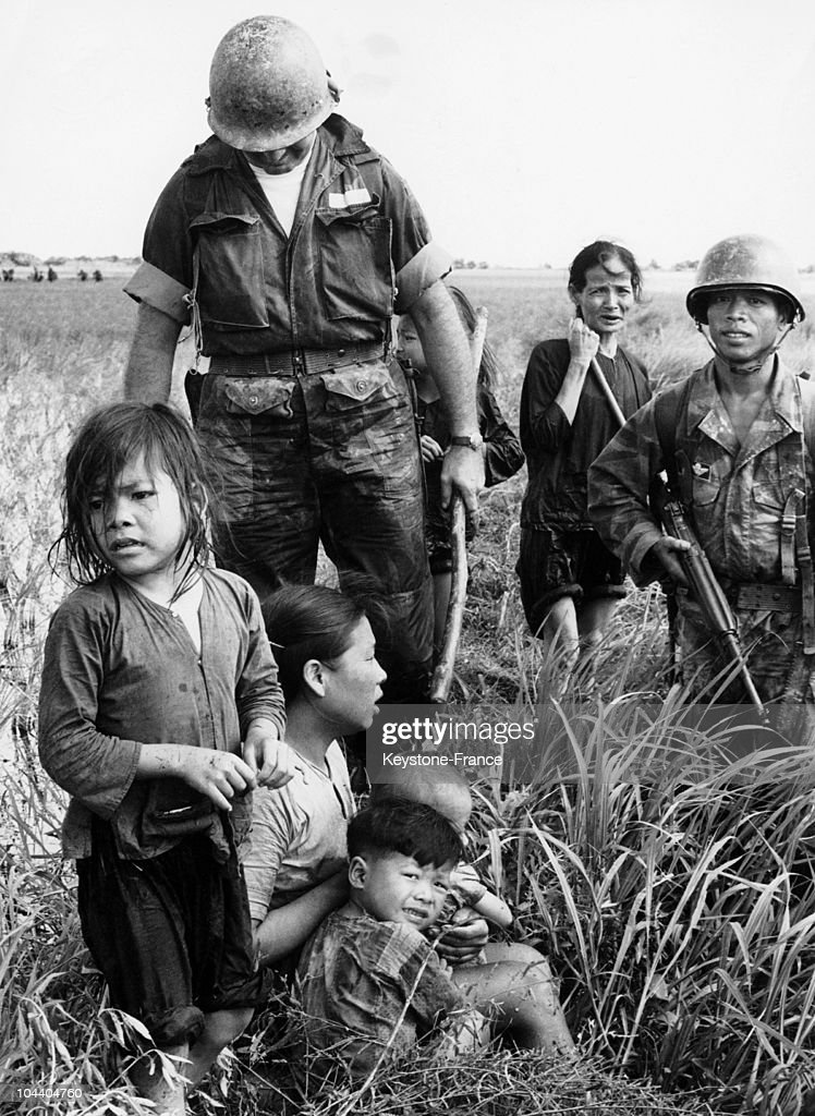 During The Vietnam War, American And Vietnamese Soldiers Discover News Photo -7775